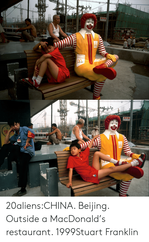 Franklin: மசக  வரி   助听器  genglu 20aliens:CHINA. Beijing. Outside a MacDonald's restaurant. 1999Stuart Franklin