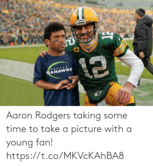 A Picture: Aaron Rodgers taking some time to take a picture with a young fan! https://t.co/MKVcKAhBA8