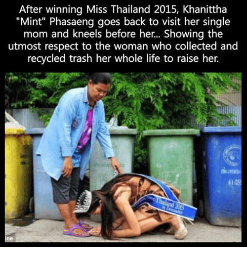 """Thailande: After winning Miss Thailand 2015, Khanittha  """"Mint"""" Phasaeng goes back to visit her single  mom and kneels before her... Showing the  utmost respect to the woman who collected and  recycled trash her whole life to raise her.  4125  ne"""