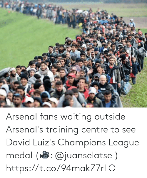 Medal: Arsenal fans waiting outside Arsenal's training centre to see David Luiz's Champions League medal (🎥: @juanselatse ) https://t.co/94makZ7rLO