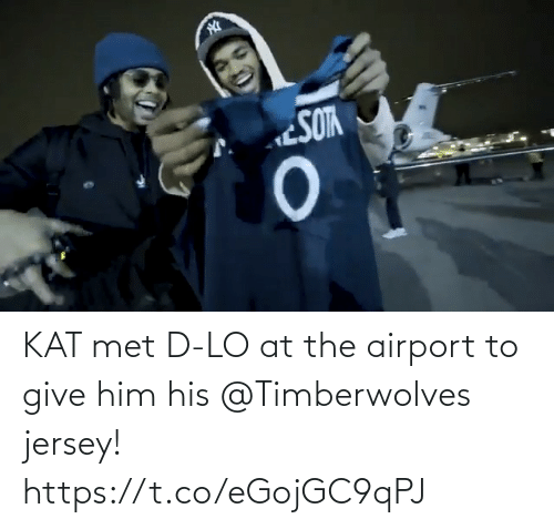 jersey: KAT met D-LO at the airport to give him his @Timberwolves jersey! https://t.co/eGojGC9qPJ