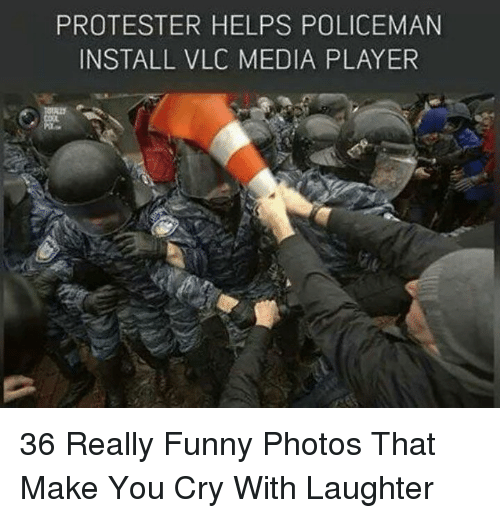 Protester: PROTESTER HELPS POLICEMAN  INSTALL VLC MEDIA PLAYER 36 Really Funny Photos That Make You Cry With Laughter