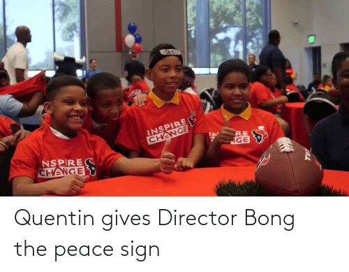 Peace: Quentin gives Director Bong the peace sign