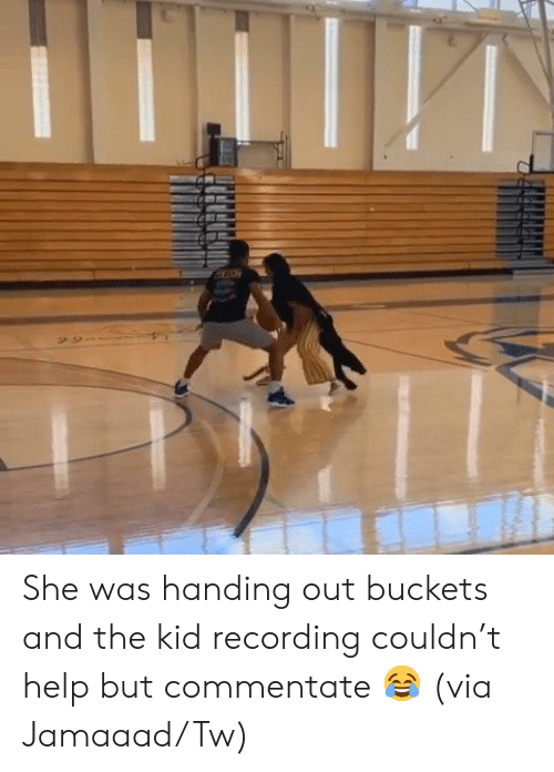 Recording: She was handing out buckets and the kid recording couldn't help but commentate 😂  (via Jamaaad/Tw)