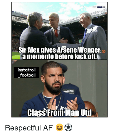 uti: Sir Alex gives Arsene Wenger  a memento before kickoff.  instatroll  football  Class From Man Uti Respectful AF 😆⚽️