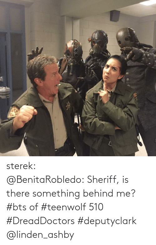 Linden: sterek:   ‏@BenitaRobledo: Sheriff, is there something behind me? #bts of #teenwolf 510 #DreadDoctors #deputyclark @linden_ashby
